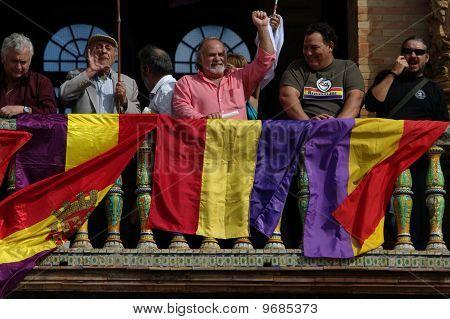 Fahnen auf dem Balkon 28