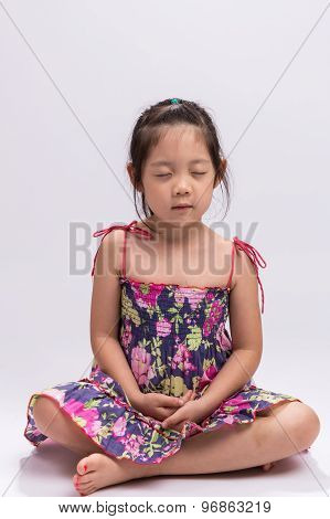 Child Meditating / Child Meditating Background