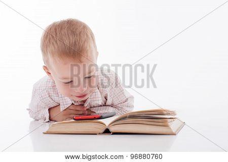 Pretty child prefers modern technologies to literature