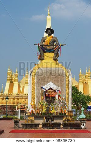Statue of the King Chao Anouvong in front of the Pha That Luang stupa in Vientiane, Laos.