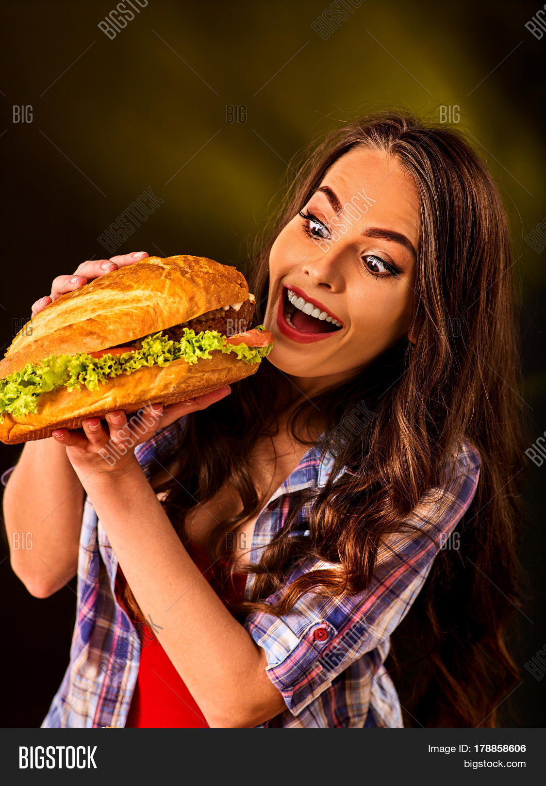Фото девушек с бургером