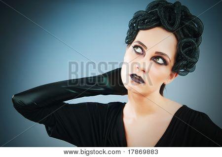 Mulher representando o conceito do mal (Górgona Medusa)