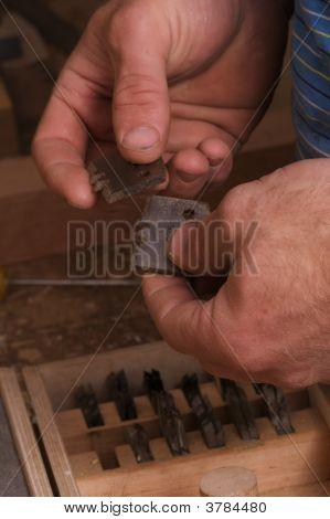 Carpenter Choosing Router Bits