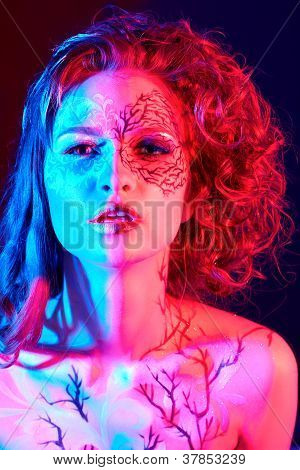 Model With Skew Bodyart