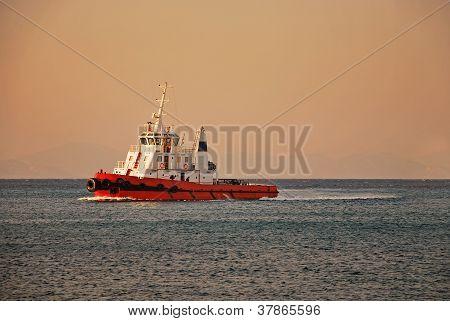 Remolcador en el Mediterráneo
