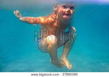 Amazing, Two Years Old Baby Boy Dives Underwater