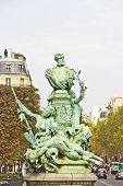 Постер, плакат: Статуя Франсис Гарнье Париж Франция