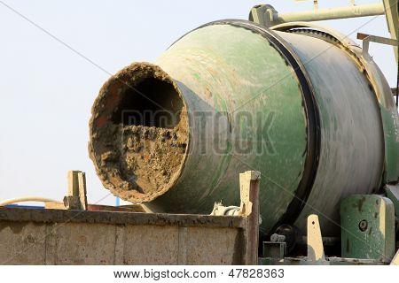 Mezclador de concreto en la construcción