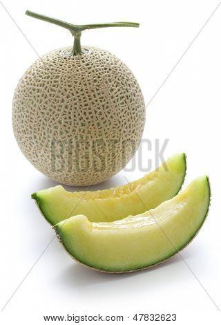 Zuckermelone auf weißem Hintergrund