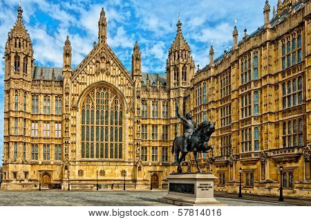 Richard I statue outside Palace of Westminster, London