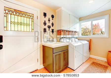 Old-fashined Bright Laundry Room