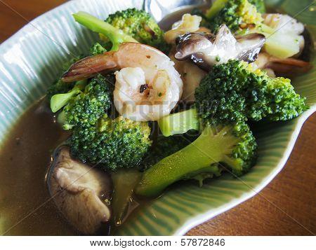 broccoli with prawn and gravy