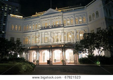Raffles Hotel Singapore by night