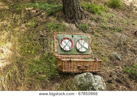 Wicker picnic suitcase