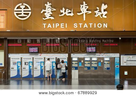 TAIPEI - JULY 4th : Lobby of Taipei Station with tourists and tickets vending machine in 4th, 2014 in Taipei, Taiwan.