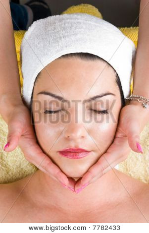 Facial Massage At  Daily Spa