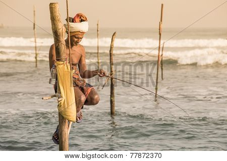 Local Fishermen Are Fishing In Unique Style. Sri Lanka