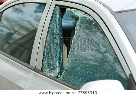 robbery broken car windshield