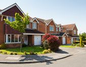picture of suburban city  - English street - JPG
