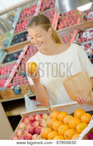 Woman buying some oranges