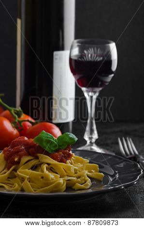 Semolina Pasta With Spicy Tomato Salsa, Garlic And Basil