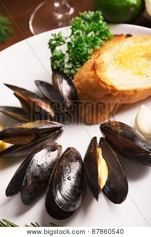 Mussels With Fried Bread