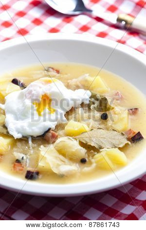 sauerkraut soup with veiled egg