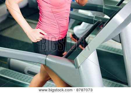 People on treadmill in gym running