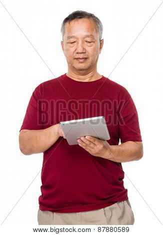 Old man use of tablet