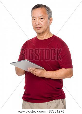 Old man learn to use of tablet