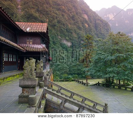Xianfeng Temple on the way to Mount Emei