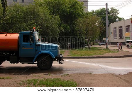 Street cleaning in Russia