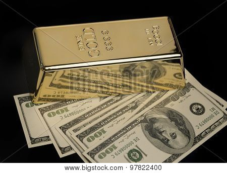 Gold bullion and US Dollar currency
