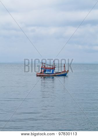 Thai fishing boat movement used as a vehicle for finding fish