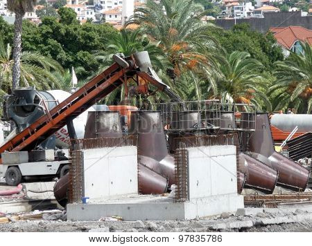 Production Of Protective Concrete Blocks To Strengthen The Shoreline Of The Ocean