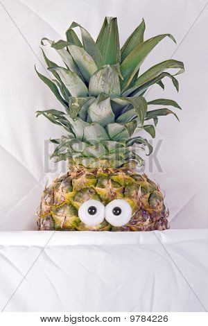 pineapple in bed
