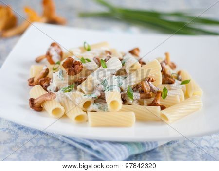 Pasta With Mushrooms In White Souce