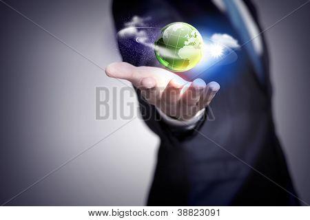 Постер, плакат: Рука человека проведение нашей планеты Земля светящийся, холст на подрамнике