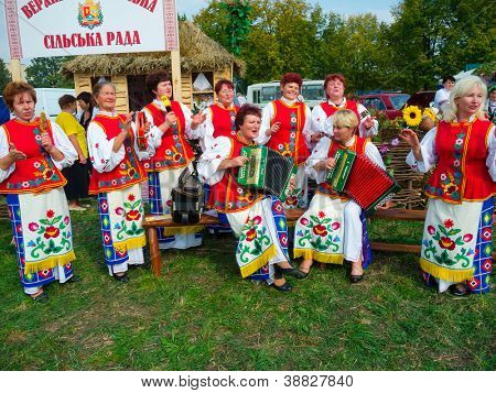 SUMY, UKRAINE - SEPTEMBER 22: Unidentified folk music band performs in traditional village background at annual agro exhibition SUMY-2012 on September 22, 2012 in Sumy, Ukraine