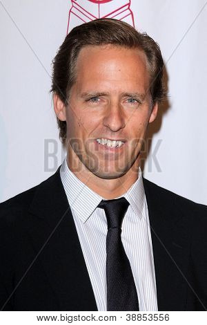 LOS ANGELES - OCT 29:  Nat Faxon arrives at the Casting Society of America Artios Awards at Beverly Hilton Hotel on October 29, 2012 in Beverly Hills, CA