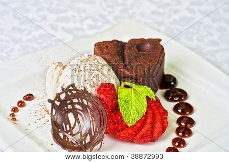 Chocolate flan with strawberries and chocolate