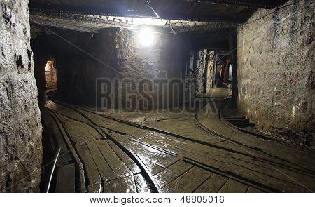 Ferrocarril de la mina en Undergroud
