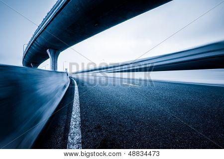 curva de la carretera concreta de viaducto en shanghai china al aire libre.