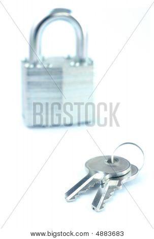 Schlüssel und Vorhängeschloss
