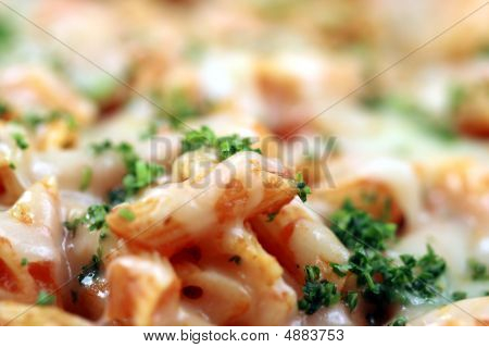 Cerca de pasta con salsa de tomate
