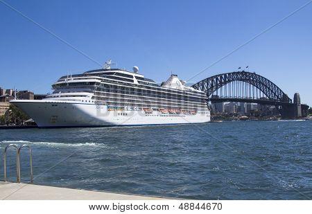 Sydney, Austrália 13 de março: Marina do navio de cruzeiro atracado no porto de Sydney. A Marina de M.s. era Const