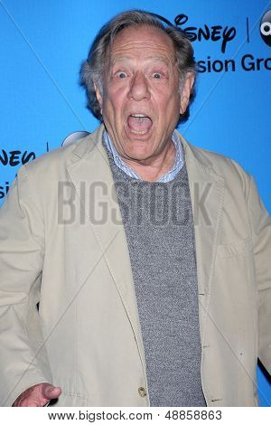LOS ANGELES - AUG 4:  George Segal arrives at the ABC Summer 2013 TCA Party at the Beverly Hilton Hotel on August 4, 2013 in Beverly Hills, CA