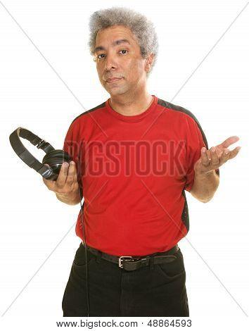 Hombre serio Holding auriculares