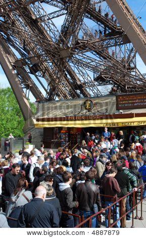 Torre Eiffel, reabriu novamente