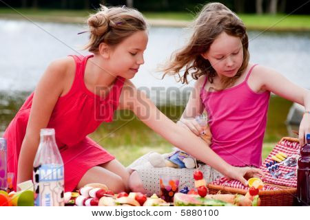 Young Girls And The Picknick Box